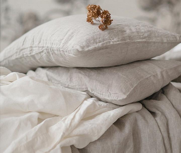 Nuevos almohadones de Silai Home Deco para renovar el look de camas ysillones.