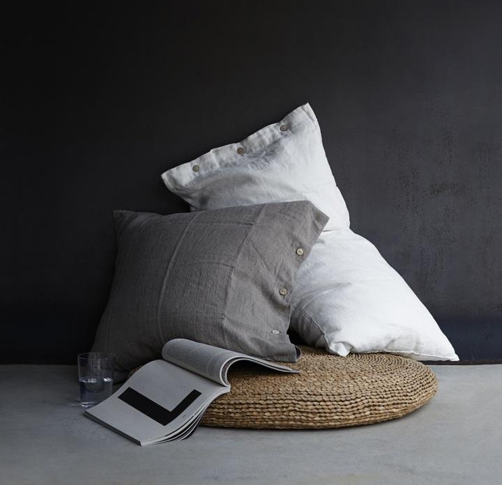 almohadon lino con botones